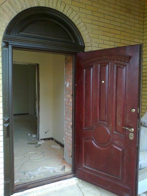 установка металлических дверей в коттедж